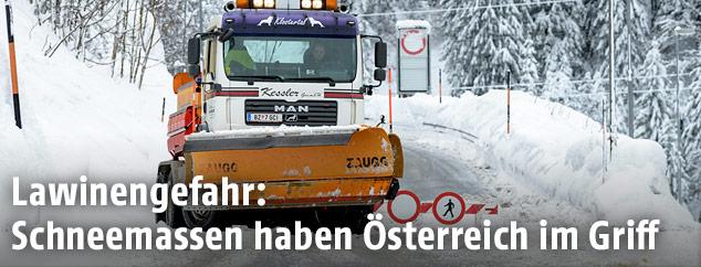 Eindrücke von den Schneemassen in Österreich