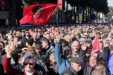 Tausende protestieren in Albanien gegen Regierung