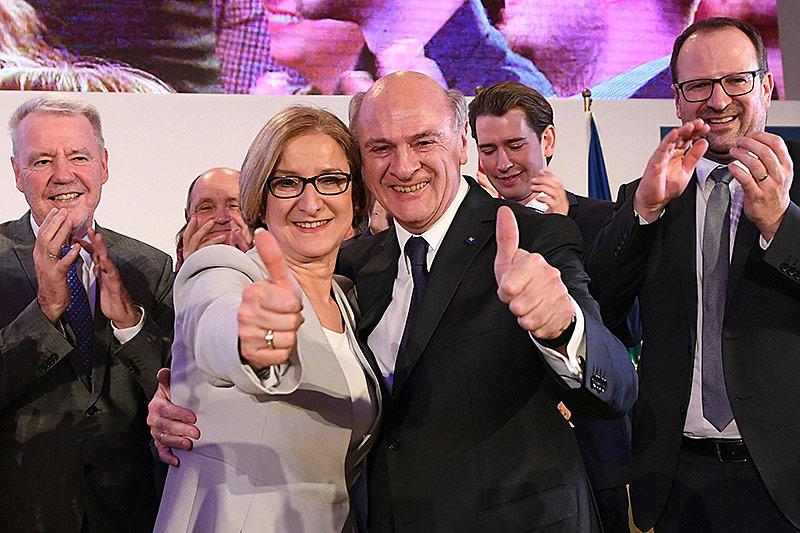 Ex-Landeshauptmann Erwin Pröll und Landeshauptfrau Johanna Mikl-Leitner am Wahlabend