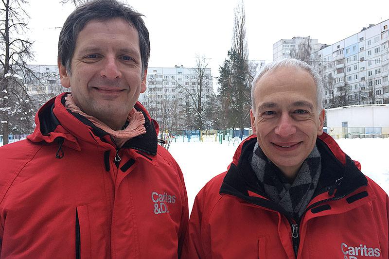 Caritas-Präsident Michael Landau mit einem Mitarbeiter