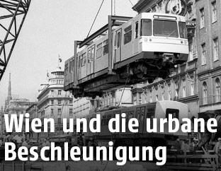 Einhebung der ersten U-Bahn-Garnitur in den Tunnel 1973
