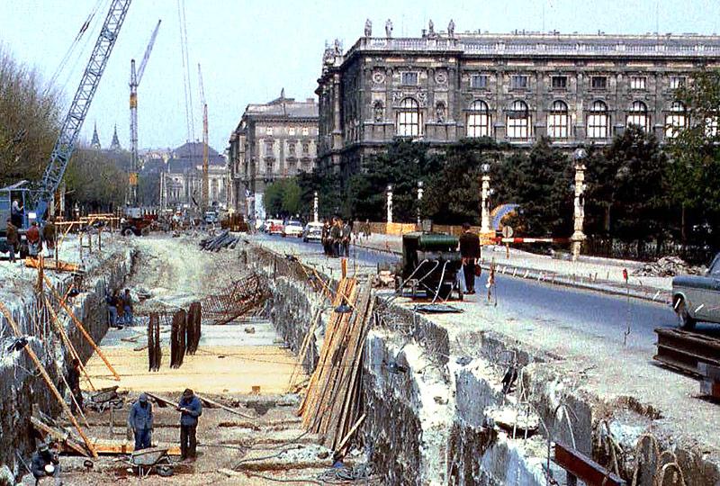 Bau der Unterpflaster-Straßenbahn (USTRAB) auf der Zweierlinie im Jahr 1963