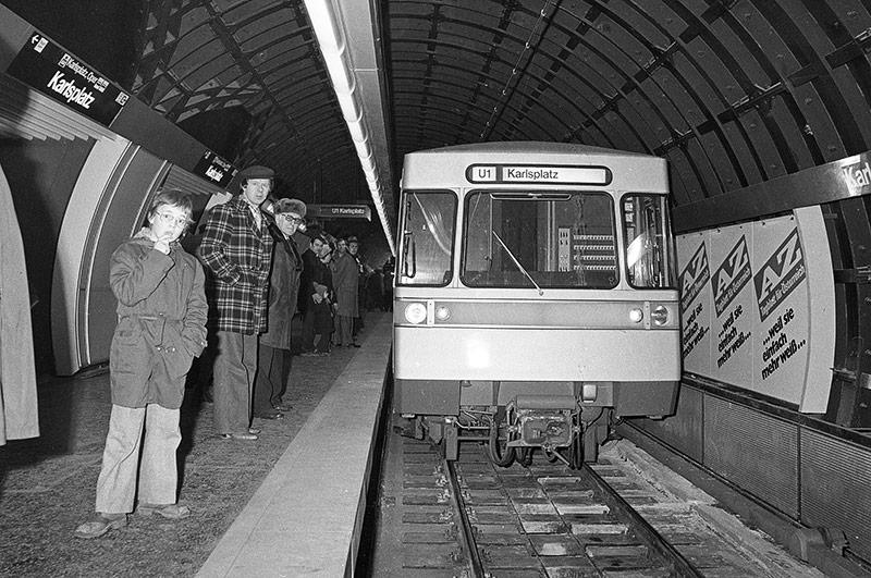 U1-Eröffnung von Reumannplatz bis Karlsplatz am 25.Febraur 1978 am Karlsplatz
