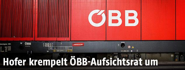 ÖBB-Logo auf einem Güterzug