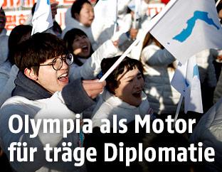 Südkoreaner mit Vereinigungsflaggen