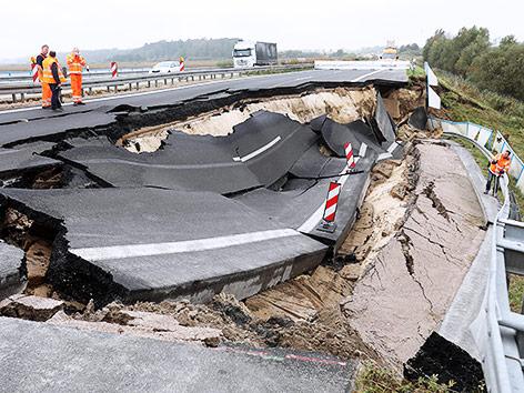 Loch in deutscher Autobahn