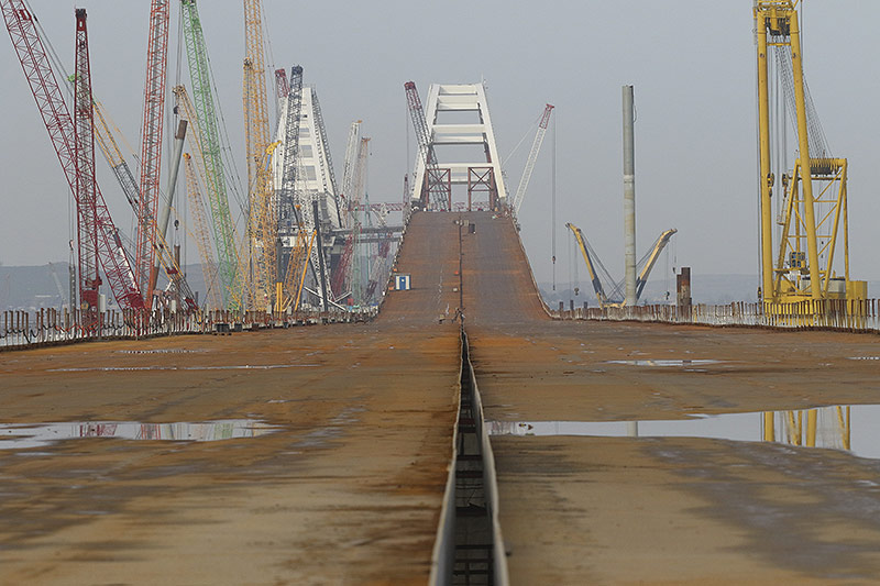 Halbfertige Brücke zur Krim