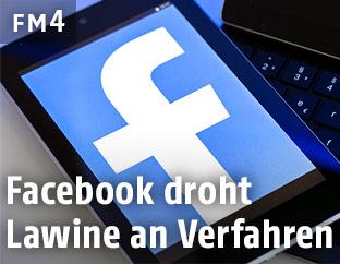 Facebooklogo auf einem Tablet