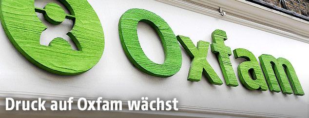 Oxfam-Logo auf einem Gebäude