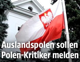 Polnische Fahne vor dem Botschaftsgebäude in Wien