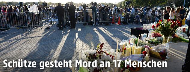Blumen und Kerzen für die ermordeten Schüler in Florida