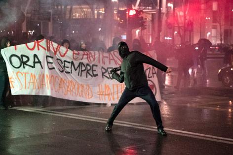 Eine Woche vor der Wahl: Zehntausende Italiener gehen auf die Straße