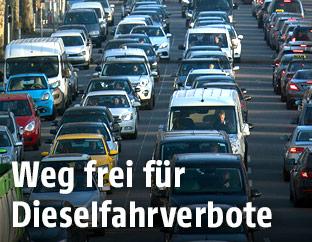 Verkehrsreiche Straße in Deutschland