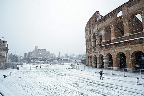 Heftiger Schneefall rund um das Kolosseum