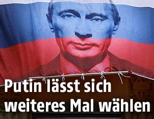 Banner zeigt den russisschen Präsidenten Wladimir Putin