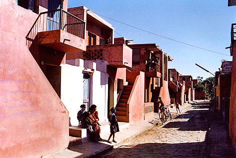 """Aranya Low Cost Housing""-Projekt des Architekten Balkrishna Doshi in Indore (Indien)"