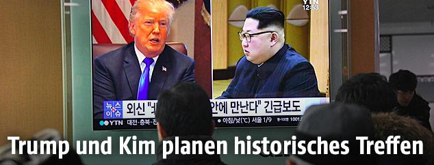 US-Präsident Trump und Nordkoreas Machthaber Kim Jong  sind auf einem TV-Screen zu sehen