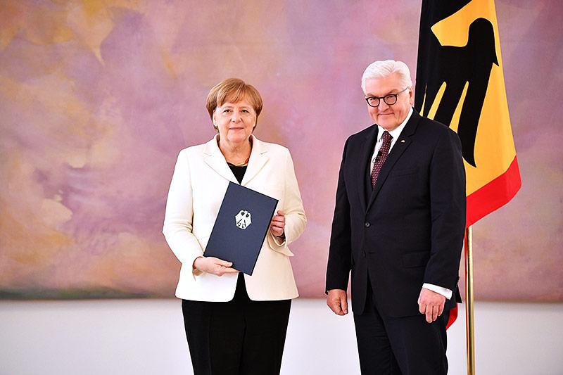 Die deutsche Bundeskanzlerin Angela Merkel mit Präsident  Frank-Walter Steinmeier