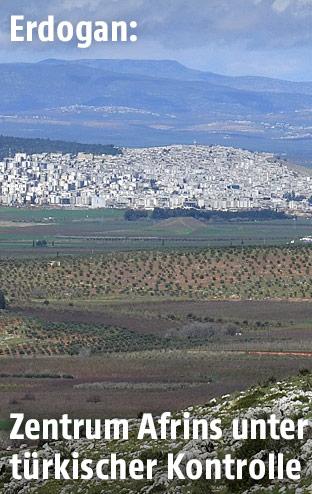 Blick auf die syrische Stadt Afrin