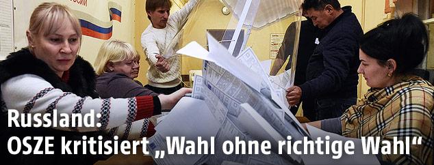 Stimmzettel werden ausgezählt