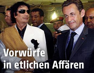 Der libysche Präsident Muammar Gaddafi und der damalige französische Präsident Nicolas Sarkozy in Tripolis am 25. Juli 2007