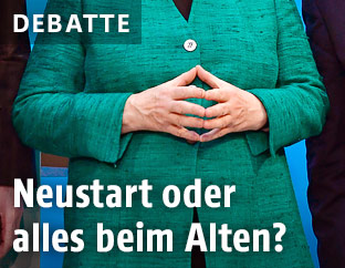 Nahaufnahme der Hände der deutschen Kanzlerin Merkel