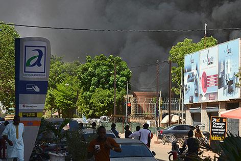 Rauchwolke in Ouagadougou