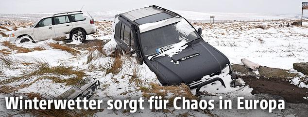 Eingeschneite Autos