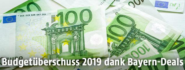 100-Euro-Geldscheine auf einem Haufen