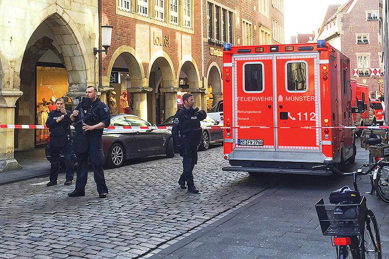 Auto fährt offenbar in Menschenmenge in Münster