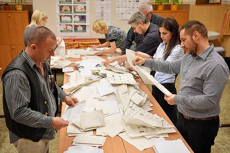 Stimmen werden ausgezählt