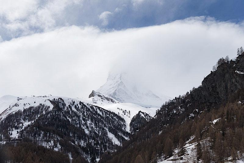 Matterhorn unter Nebelschicht