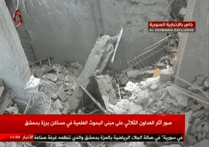 Zerstörung nach Raketenangriff im syrischen TV