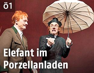 """Szene aus dem Stück """"Der Rüssel"""" mit Falk Rockstroh und Markus Meyer"""