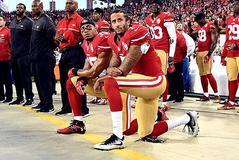 US-Footballspieler Colin Kaepernick kniet aus Protest