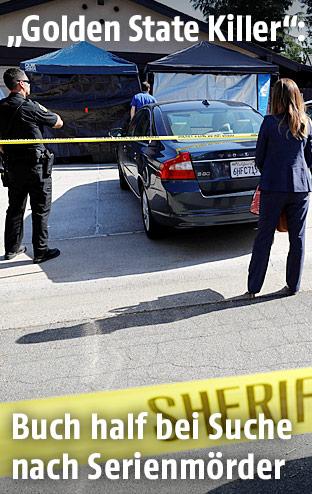 FBI-Ermittler beim Haus des Golden State Killers