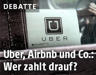 Uber Logo in einem Auto