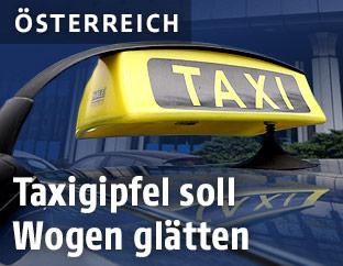 Taxi-Schild auf einem Auto