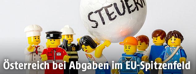 Steuer-Illustration mit Lego-Figuren