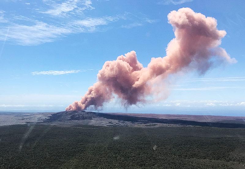 Rauchsäule über Vulkan Kilauea