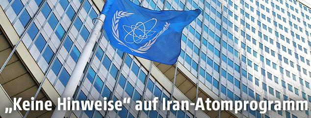 Fahne vor dem IAEA-Sitz in Wien