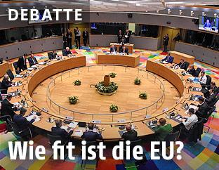 Staatschefs der EU an einem runden Tisch