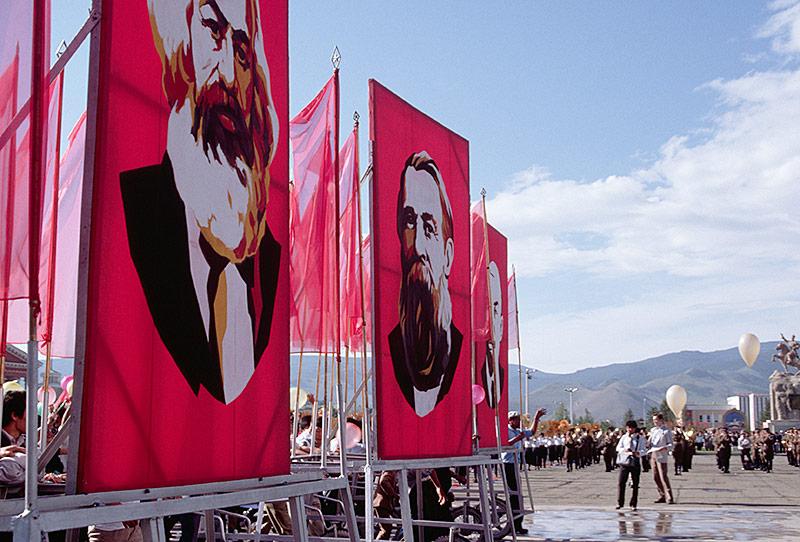 Große Poster von Marx, Engels und Lenin in Ulan Bator, Mongolei