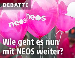 Rosarote NEOS-Luftballone