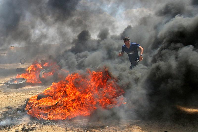 Brennende Autoreifen in Gaza