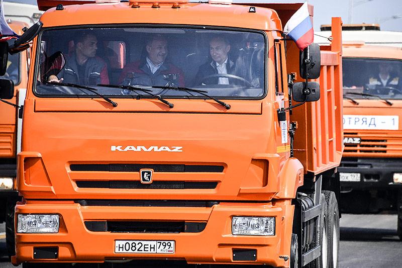 Präsident Putin eröffnet eine Brücke