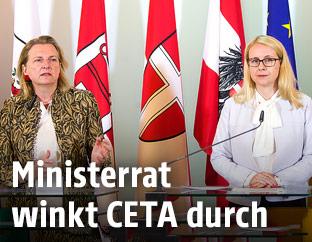 Außenministerin Karin Kneissl (FPÖ) und Wirtschaftsministerin Margarete Schramböck (ÖVP)