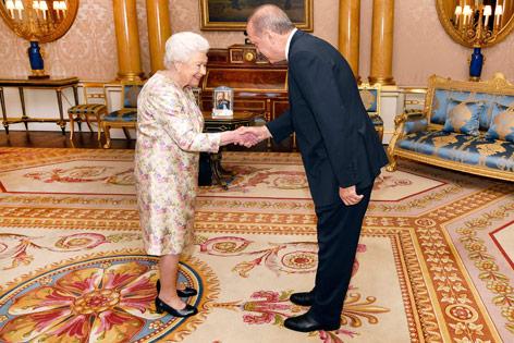 Der türkische Präsident Recep Tayyip Erdogan und Queen Elizabeth II.