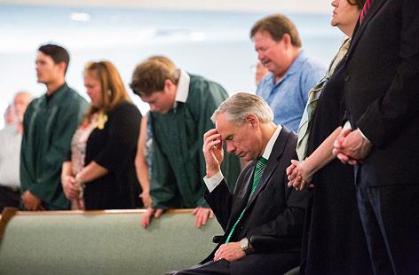 Der Gouverneur von Texas, Greg Abbott, bei einem Gottesdienst