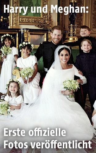 Offizielles Hochzeitsfoto von Meghan Markle und Prinz Harry mit Kindern der Royal Family